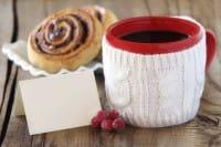 Come realizzare un copri tazza con un vecchio maglione