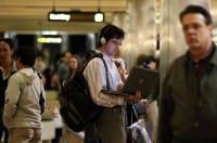 A Milano i dipendenti pagano i mezzi pubblici con un benefit offerto dall'azienda in cui lavorano