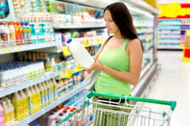 Risparmiare 1400 euro annui sulla spesa si può: basta leggere l'etichetta