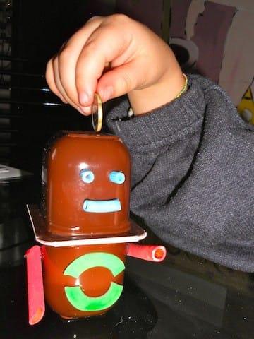 Salvadanaio fai da te per bambini con il riciclo creativo