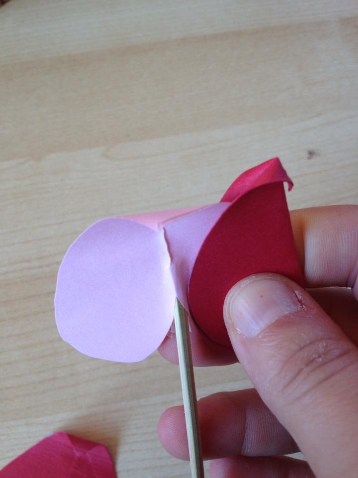 Come realizzare fiori con la carta non sprecare for Fiori di carta di giornale