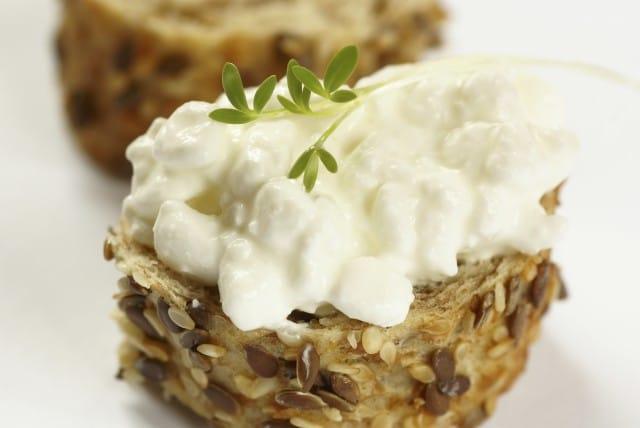 Sarah Britton: la guru del cibo buono e sano - La ricetta del suo pane senza farina