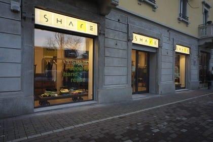 Share second hand reuse: a Milano il negozio solidale di abiti usati. In vendita a 1 euro