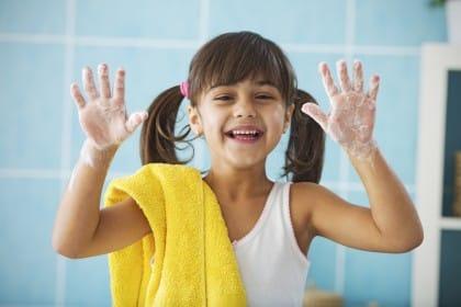 Come lavare bene le mani per evitare problemi di salute e infezioni