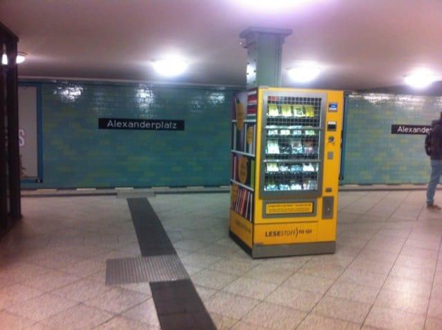 Come stimolare la lettura: a Berlino, il distributore di libri in metro