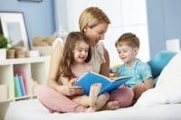 Favole per i bambini, riprendiamo a leggerle a figli e nipoti. È un'ottima abitudine