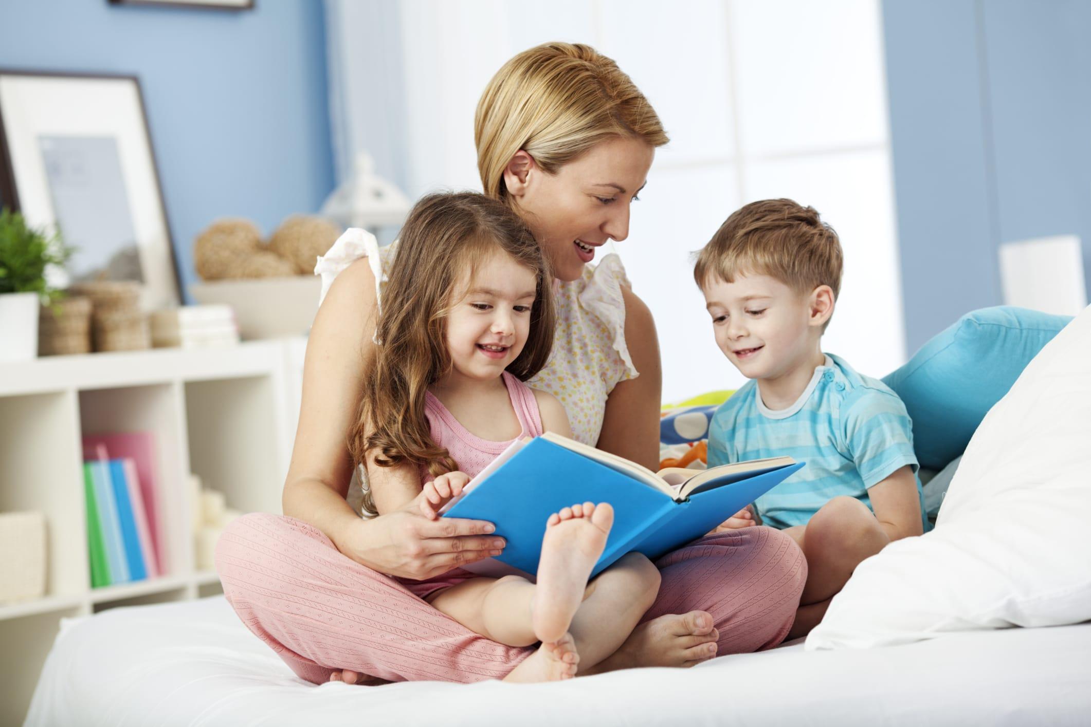 Come leggere le favole ai bambini: ritmo, chiarezza con le parole. E senza forzature