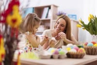 Lavoretti di Pasqua con materiali di recupero per decorare la casa insieme ai bambini