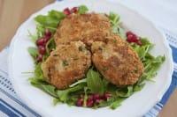 Burger di quinoa: la ricetta per un pasto sano e nutriente, perfetto per i bambini. Ideale per chi è allergico al glutine