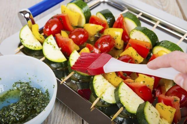 Spiedini di verdure alla griglia con tofu e seitan: grigliate vegan con gusto e leggerezza