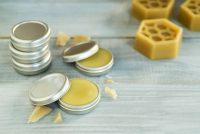 Crema viso idratante alla cera d'api: come prepararla in casa, per avere una pelle vellutata
