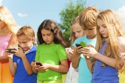 effetti-nocivi-cellulare-bambini-divieto-fino-dieci-anni ...