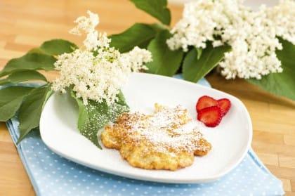 Frittelle di fiori di sambuco: la ricetta per portare in tavola la tradizione delle nonne