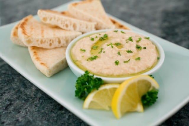 Hummus di ceci: la ricetta per preparare in casa una salsa nutriente e sana