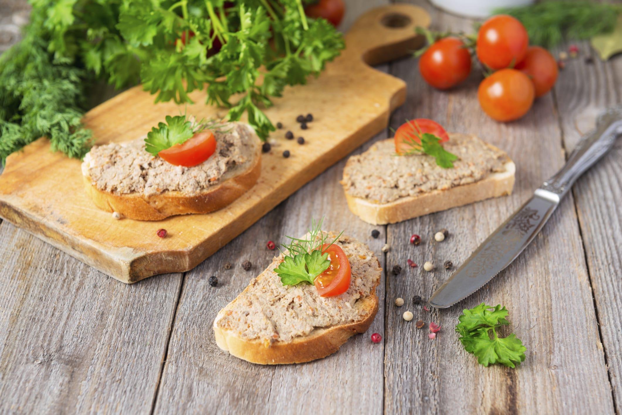 Cucina degli avanzi: la ricetta del patè con i ciuffi delle carote e dei finocchi