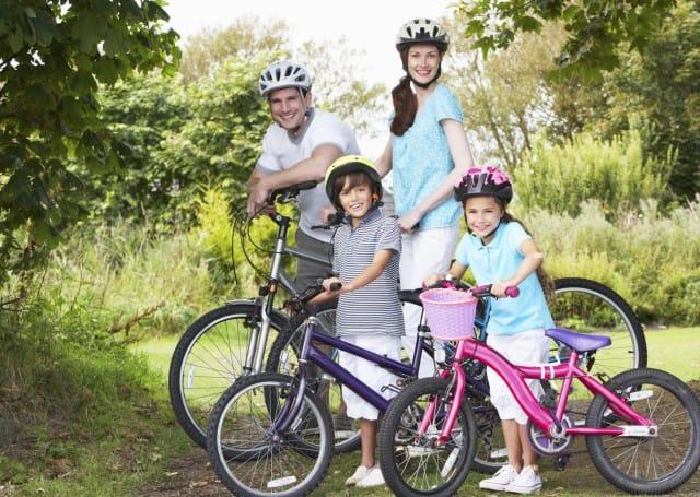 Bimbi in bici: il manuale con consigli e buone pratiche per pedalare in famiglia