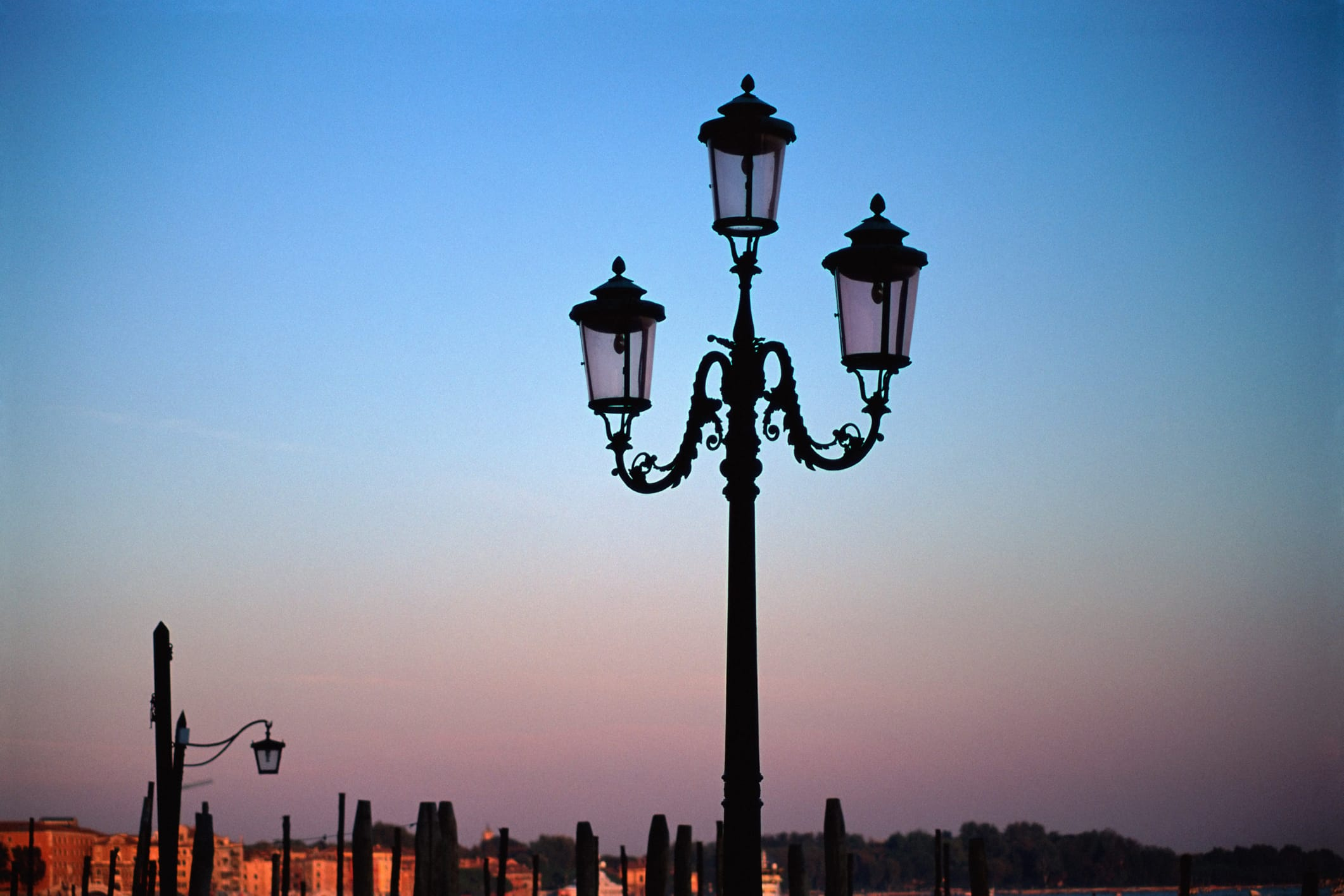 Spreco illuminazione pubblica in Italia