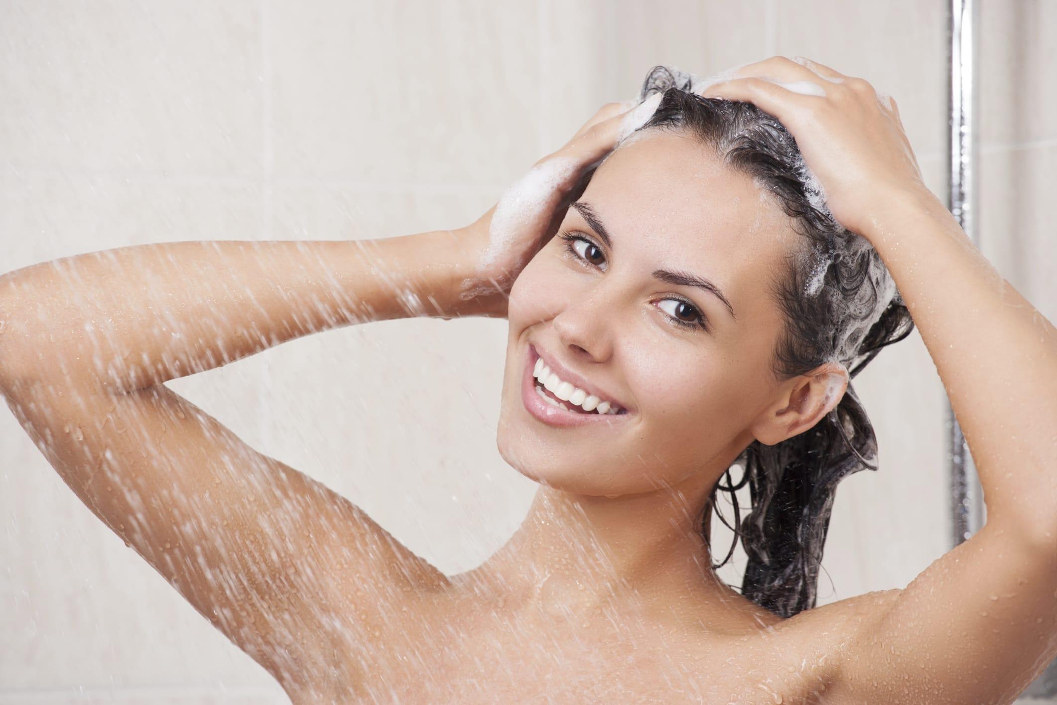 Spruzzi della lozione di due fasi restauro intensivo per capelli