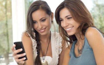 Come usare il cellulare all'estero e risparmiare sui costi del roaming