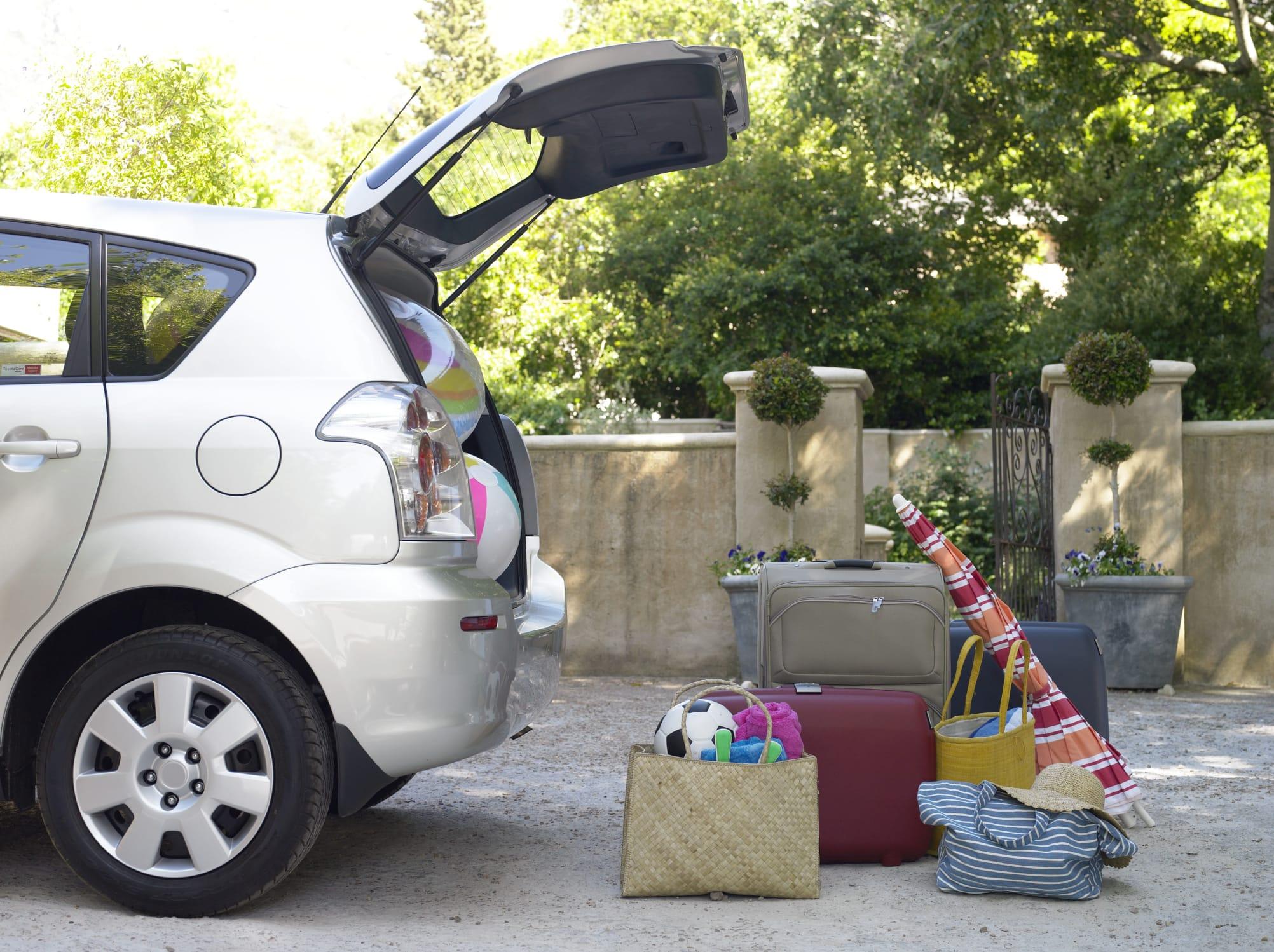 regole per viaggiare sicuri in auto
