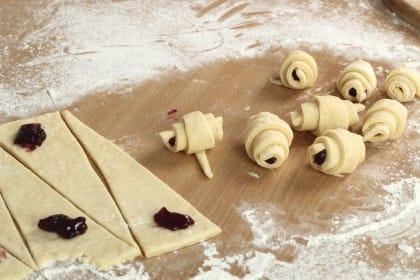 La ricetta per preparare in casa i cornetti per la colazione con la pasta madre