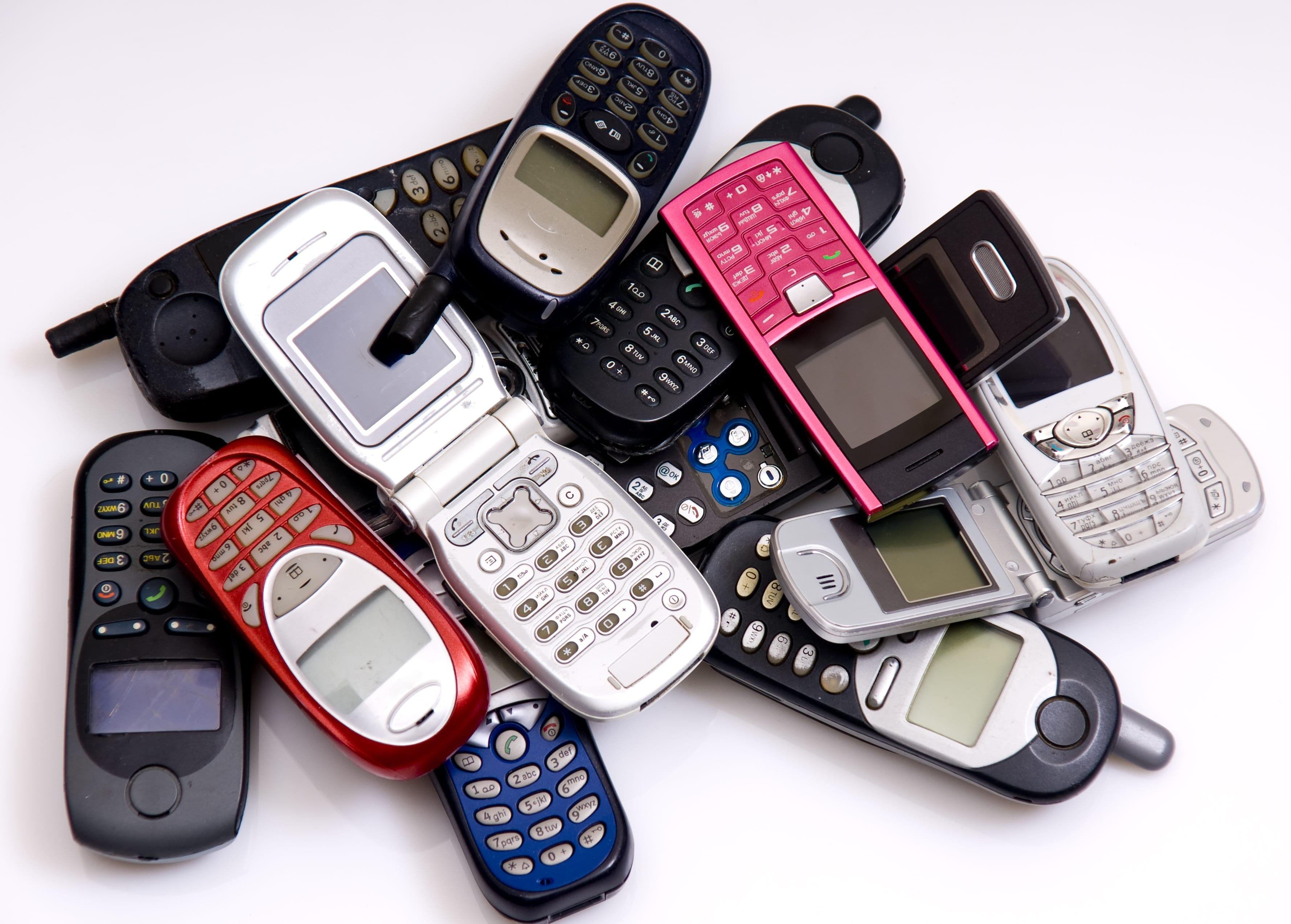 Riciclo cellulari usati: secondo una direttiva europea, sono i commercianti a doverli ritirare