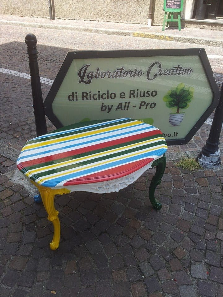 Préférence Riciclo creativo vecchi mobili: il laboratorio di Busto Garolfo  XQ67