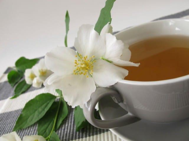 Tutti i benefici e le proprietà del té bianco: il più naturale e ricco di antiossidanti
