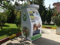 Cani e gatti randagi: a Istanbul ricicli la plastica e hai cibo e acqua gratis (foto)