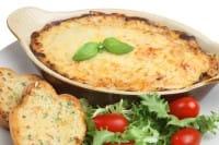Lasagna di pane, la ricetta regina della cucina con gli avanzi. A partire dal minestrone