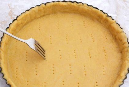 Pasta frolla: la ricetta per prepararla senza burro, con lo yogurt. E una gustosa variante
