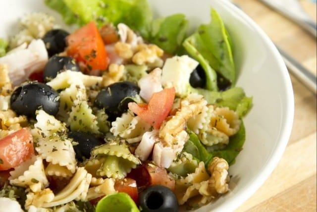 ricetta della pasta con scarola, capperi e olive