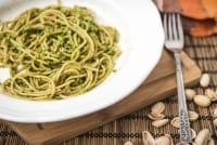 Pesto di pistacchi: la ricetta originale. Le varianti che sorprenderanno i vostri ospiti