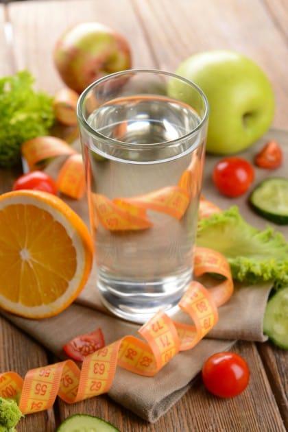 Dimagrire bevendo acqua: la dieta
