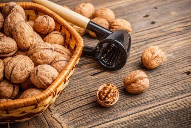 I benefici per la salute delle noci: ne bastano 3 al giorno per fare il pieno di proprietà nutritive