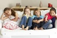 Annoiarsi serve: ai bambini sommersi dagli impegni e alle coppie che vogliono durare
