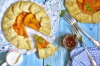 Crostata con i cachi: la ricetta che recupera la frutta matura, molto amata dai bambini