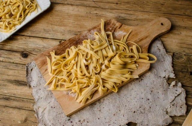 Ricetta pasta fresca fatta in casa non sprecare - Impastatrice per pasta fatta in casa ...