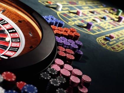 Rischi del gioco d'azzardo: ecco come gli italiani sprecano tempo e denaro