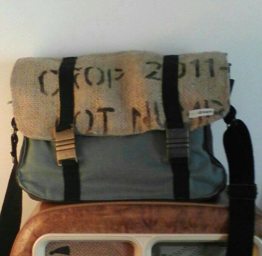 borse con materiali di recupero