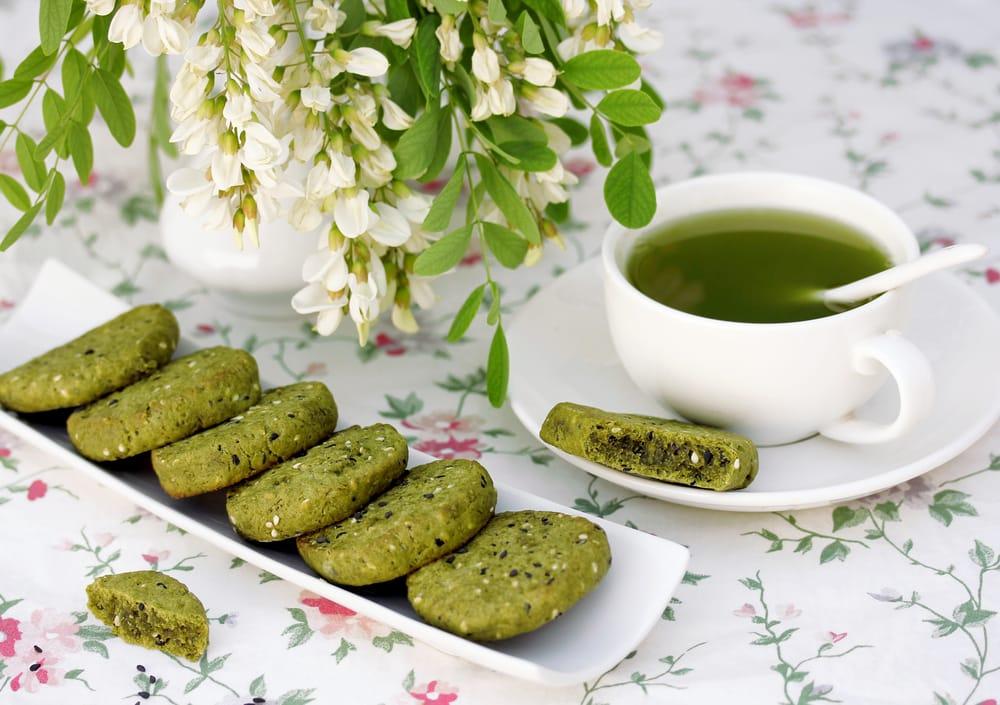 Бисквити во тава со зелен чај
