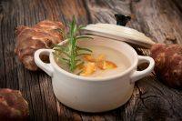 Vellutata di topinambur: la ricetta di un piatto perfetto per riscaldare le fredde giornate invernali