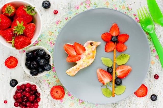 Piatto a base di frutta per bambini
