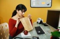 Bisogna alzarsi dalla propria postazione pc durante la pausa pranzo
