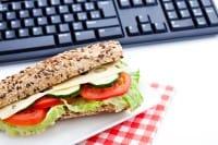 I danni per la salute del pranzo davanti al pc