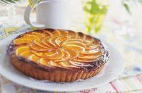 Torta con arance caramellate, la ricetta per prepararla con avanzi e bucce