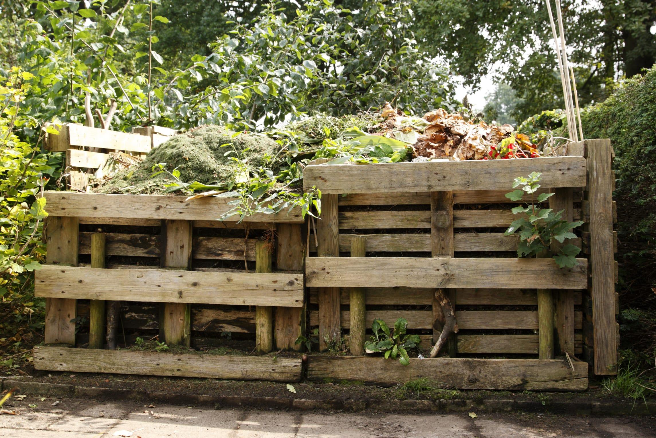 come costruire una compostiera da giardino anche con i bancali non sprecare. Black Bedroom Furniture Sets. Home Design Ideas
