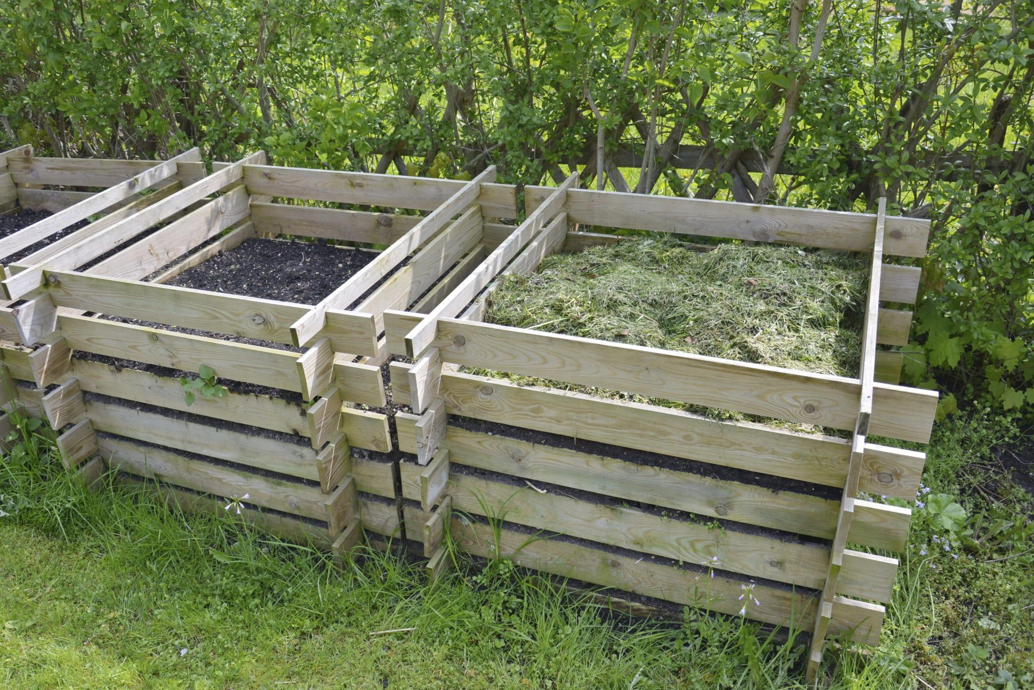 Come costruire una compostiera da giardino anche con i for Costruire compostiera