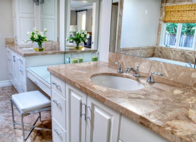 Togliere il calcare dal top di marmo del bagno non sprecare - Come pulire i sanitari del bagno ...