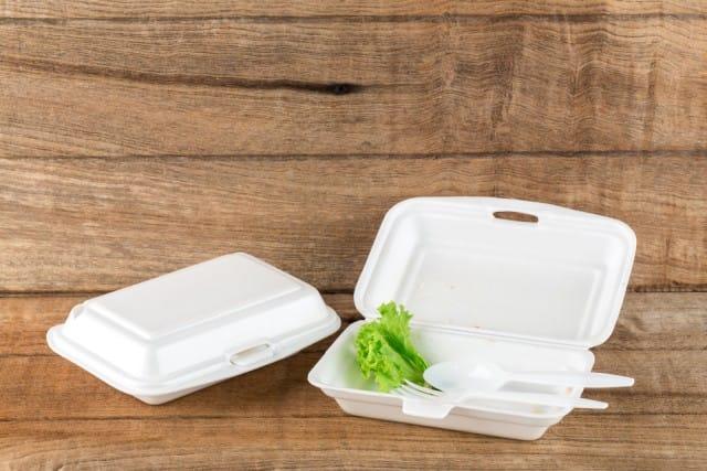 Contenitori in polistirolo per cibo banditi a New York: inquinano e non sono riciclabili